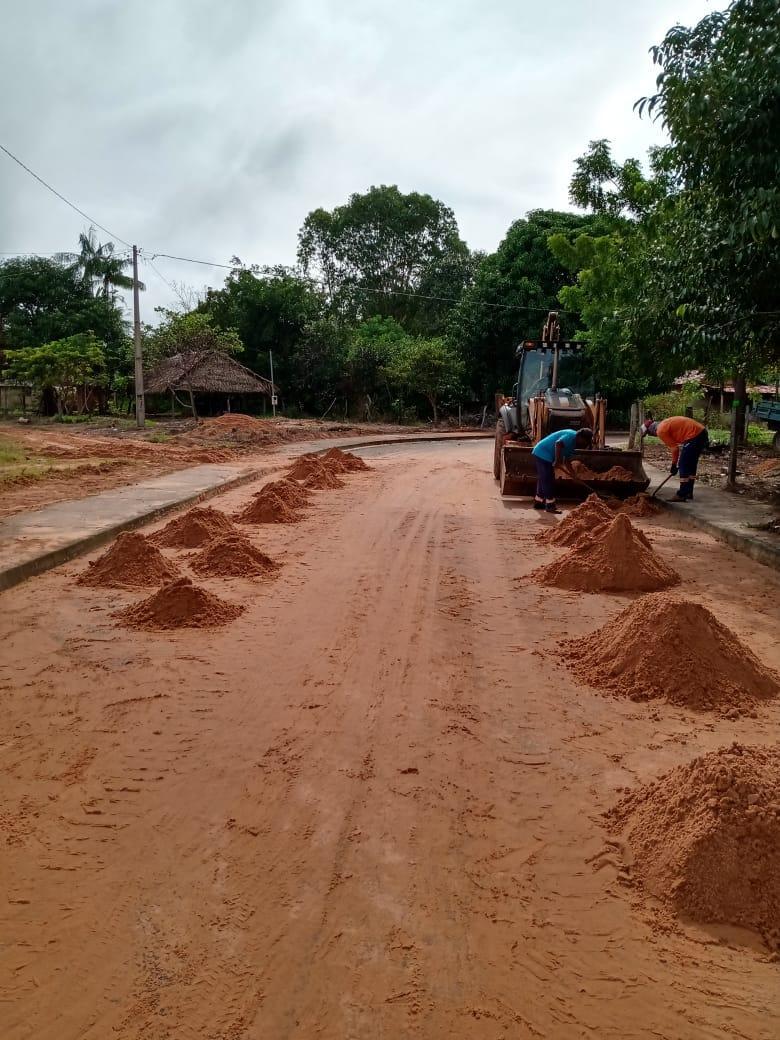Prefeitura realiza manutenção e recuperação das estradas vicinais e intensifica serviços de roçagem e podas de arvores no Povoado Tamboril
