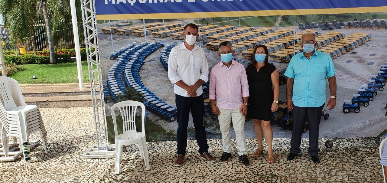 CONQUISTA: Prefeitura de Angico recebe trator para apoiar e fortalecer agricultura familiar no município