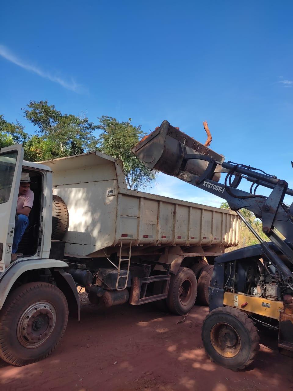 COMPROMISSO CUMPRINDO: Estrada Vicinal que liga Angico aos Povoados Ribeirão Manso 1 e 2 até a Cachoeira do Luaiz passa por melhorias