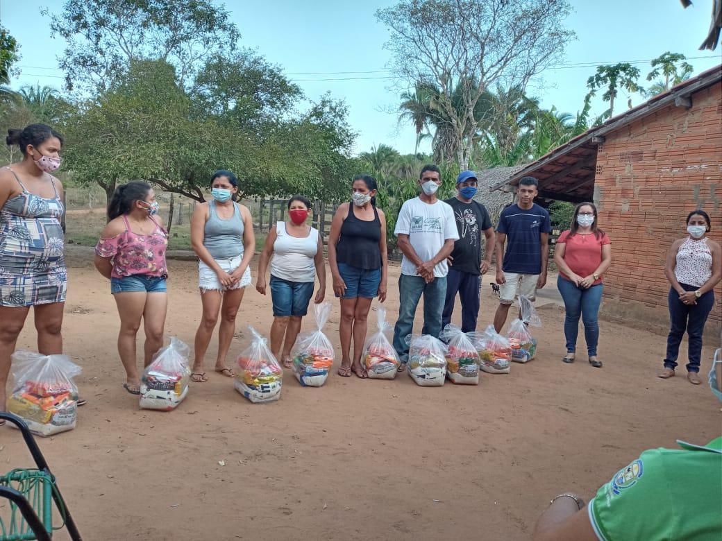 Deputado Jair Farias destina 300 cestas básicas que são distribuídas às famílias vulnerais de Angico e Povoados do Município